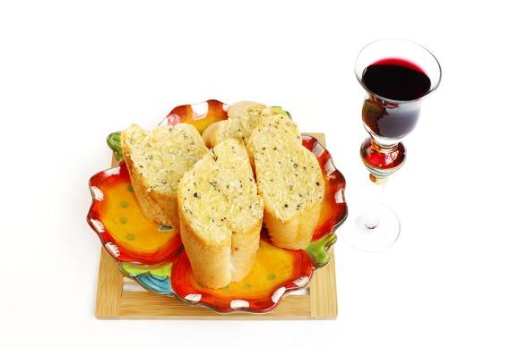 Garlic bread and wine